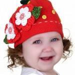 çiçekli kırmızı örgü bebek şapka modelleri