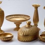 altın sarısı ve taşlı salon süs eşyası modelleri
