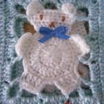 ayıcıklı beyaz mavi bebek battaniye modelleri