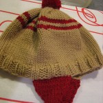 bej kulaklı örgü bebek şapka modelleri 150x150 Örgü Bebek Şapka Modelleri