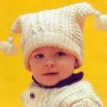 beyaz çift taraflı ponponlu örgü bebek şapka modelleri