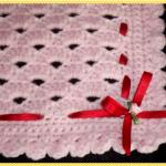 kırmızı kurdelalı pembe bebek battaniye modelleri