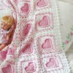 kareli içi kalpli bebek battaniye modelleri 150x150 Bebek Battaniye Modelleri