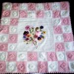 pembe beyaz kareli çiçekli bebek battaniyesi modelleri