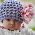 pembe güllü mor örgü bebek şapka modelleri