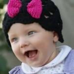 pembe kurdeleli örgü bebek şapka modelleri