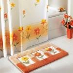 perdesi ile takım banyo halıları modelleri 150x150 Banyo Halıları Modelleri