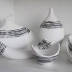 siyah çizgili beyaz porselen salon süs eşyası modelleri