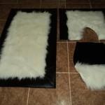 siyah deri ve peluşlu banyo halıları modelleri 150x150 Banyo Halıları Modelleri