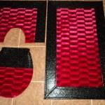 siyah kırmızı derili banyo halıları modelleri 150x150 Banyo Halıları Modelleri
