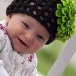 yeşil çiçekli siyah örgü bebek şapka modelleri