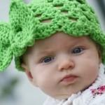 yeşil örgü bebek şapka modelleri
